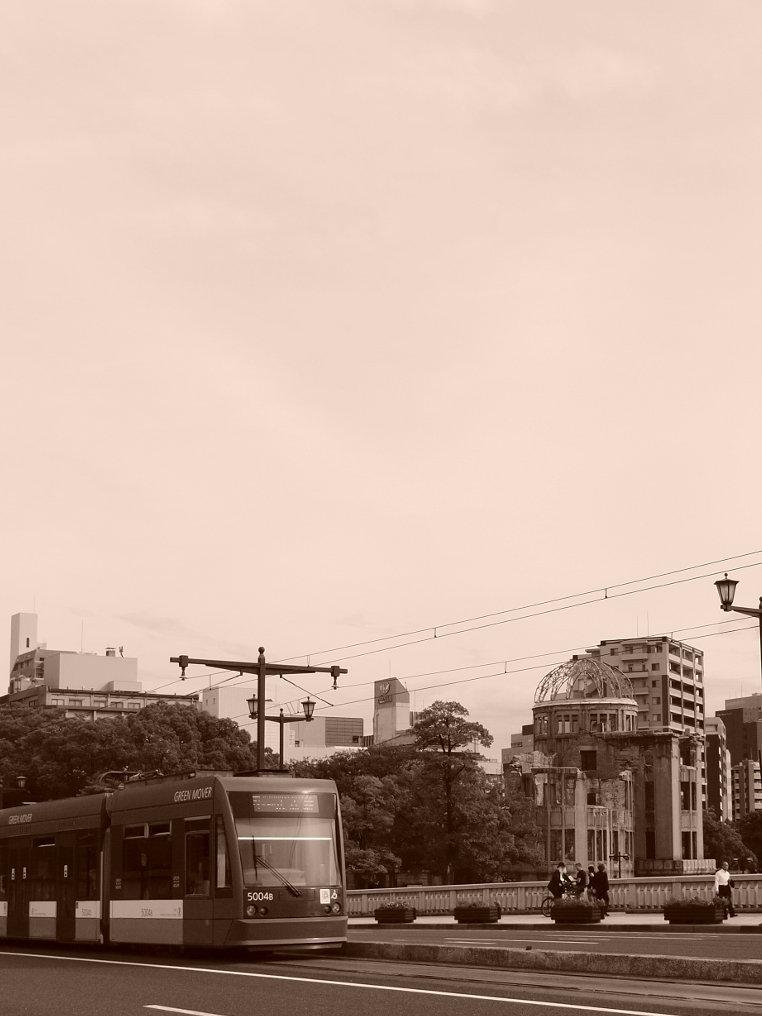 グリーンムーバーと原爆ドーム