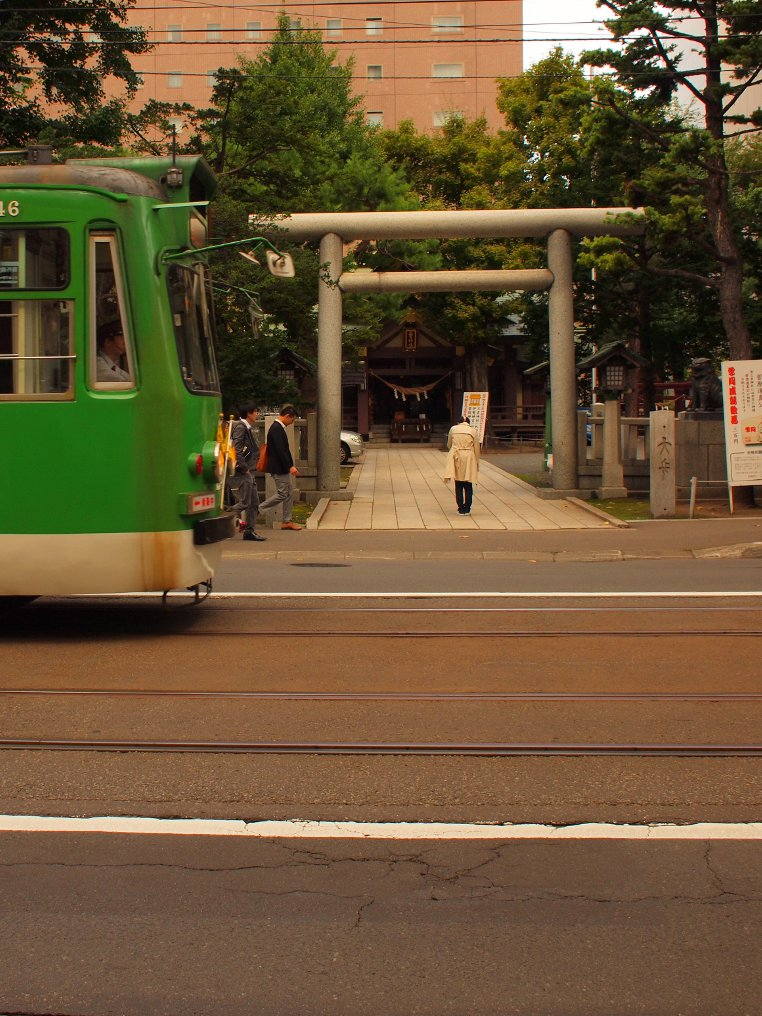 札幌市電と三吉神社