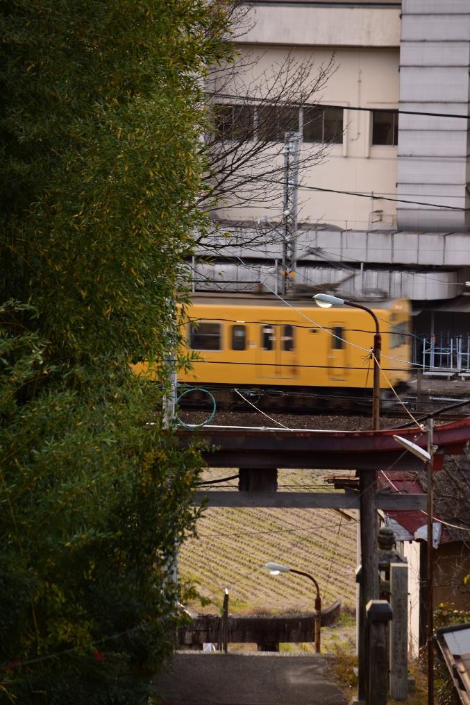 八幡神社から見た伯備線