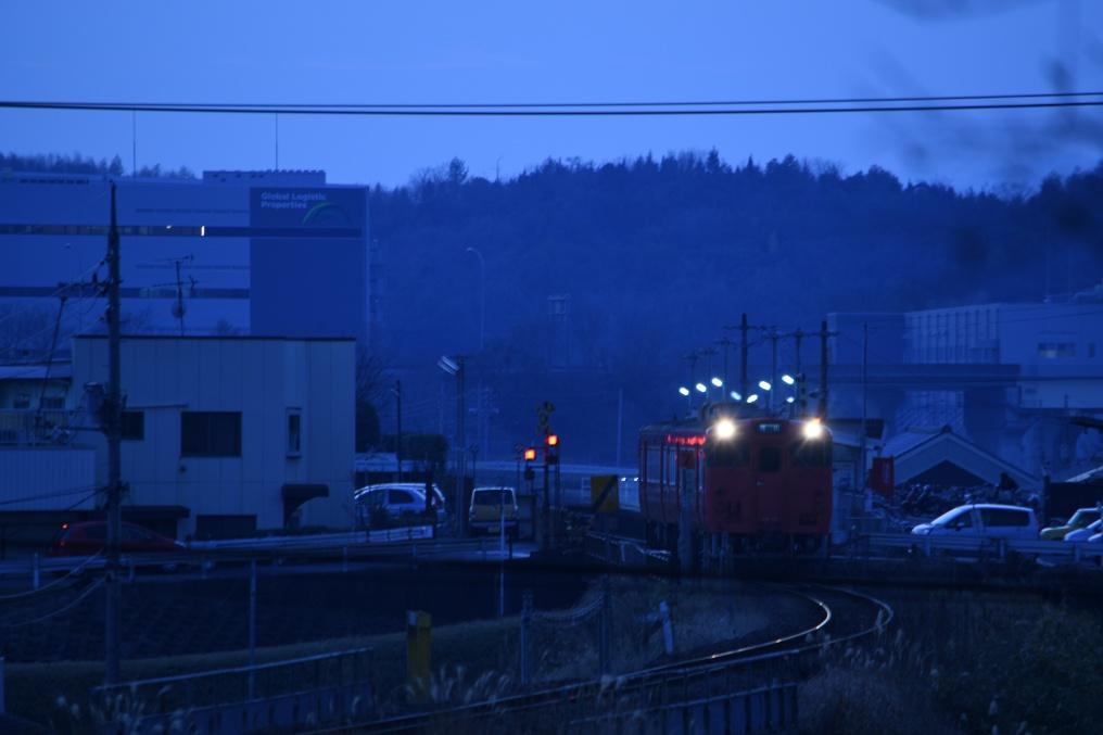 日の暮れた足守駅