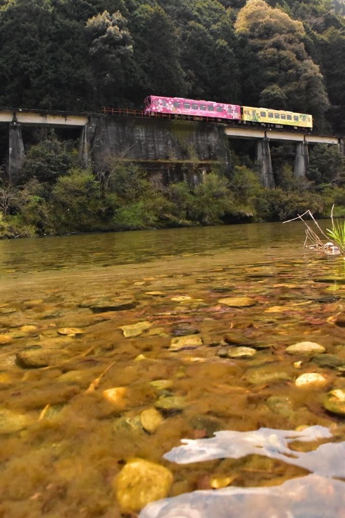 清流錦川と電車