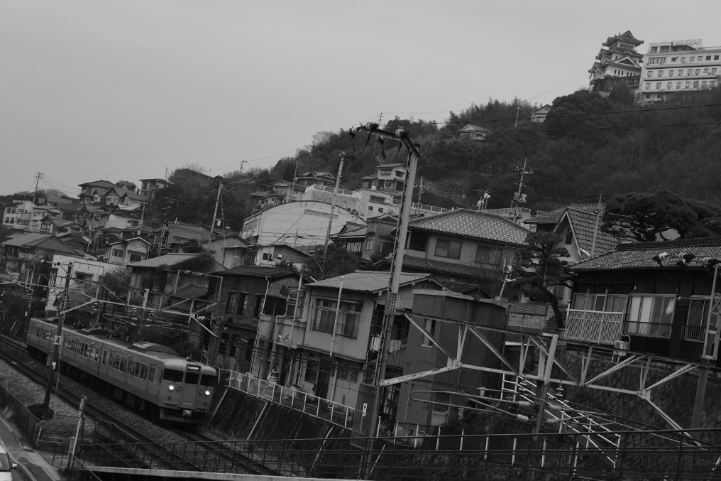 尾道城と115系