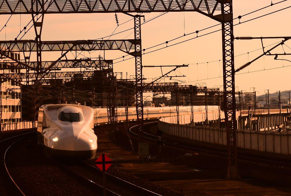 岡山駅に入線する新幹線