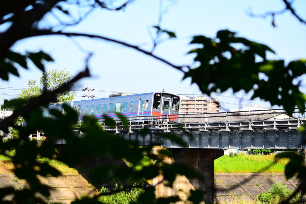 益田川の橋を渡る気動車