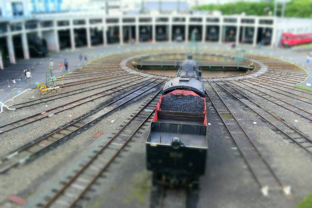 蒸気機関車と扇形車庫