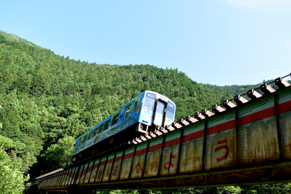 鉄橋を渡る錦川鉄道列車